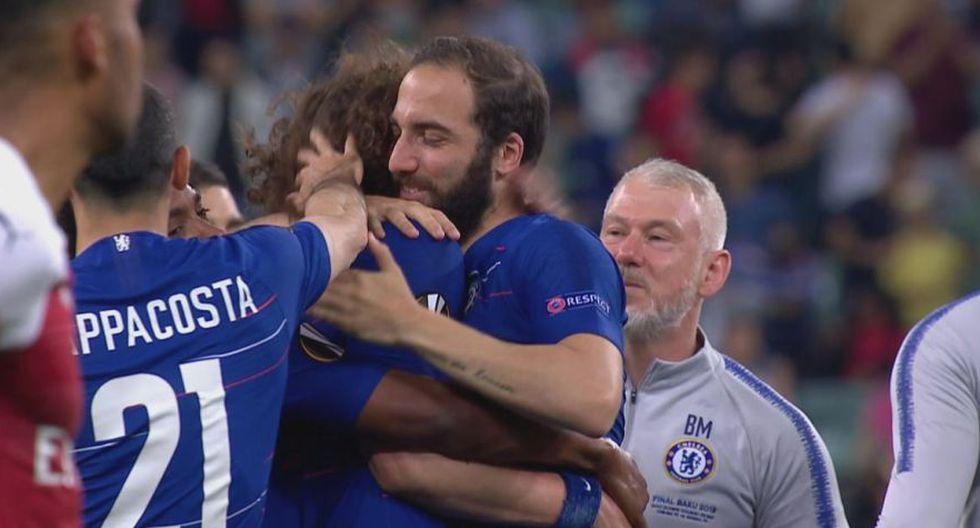 Higuaín y David Luiz se reconciliaron tras ganar título de la Europa League.