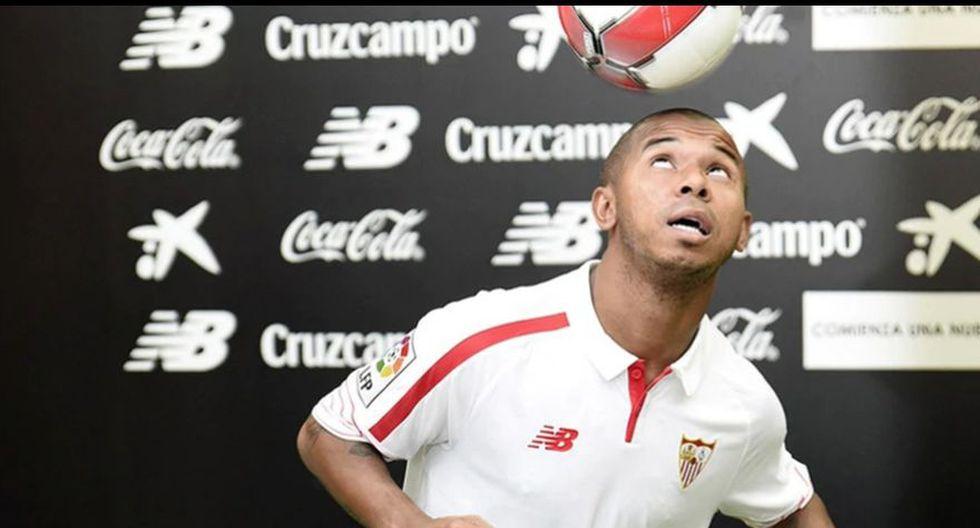 Mariano Ferreira en el Sevilla. Al brasileño le pasaron factura los nervios a la hora de hacer malabares con la pelota.