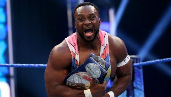 Big E celebrando la obtención de los campeonatos en parejas. (Foto: WWE)