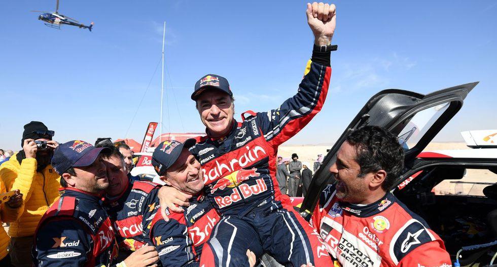 Carlos Sainz ganó su tercer Dakar, antes lo hizo en 2010 y 2018. (AFP)