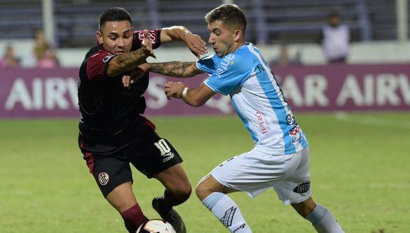 Jean Deza disputando la Copa Sudamericana con UTC. (AFP)