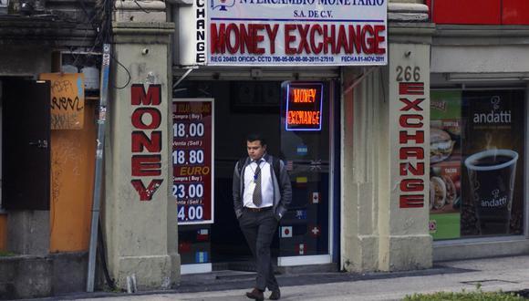 La moneda estadounidense se apreciaba este martes en el mercado mexicano. (YURI CORTEZ / AFP)