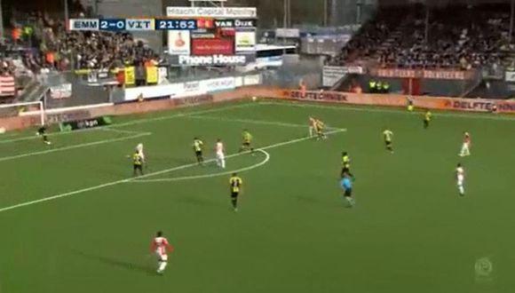 Sergio Peña y el preciso pase en el 2-0 del Emmen ante Vitesse. (YouTube)