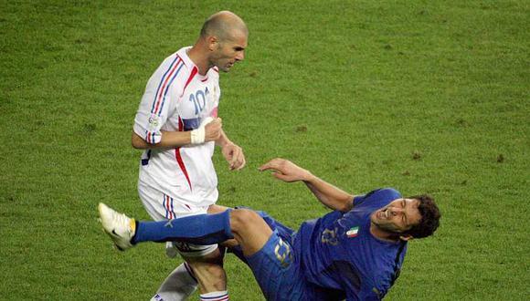 La jugada que todos recordarán del Mundial Alemania 2006 fue el cabezazo del francés Zinedine Zidane al italiano Marco Materazzi. (Foto: AFP)
