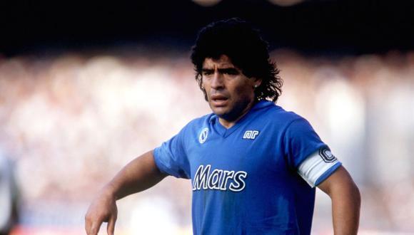 Diego Maradona llegó al Napoli en 1984 del Barcelona por 13 millones de euros. (Foto: Agencias)