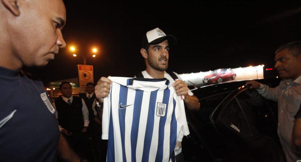 Luis Aguiar posó con la camiseta de Alianza Lima. (Foto: Andrés Paredes)