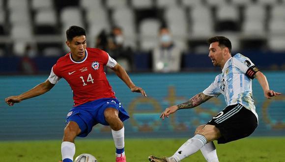 Argentina y Chile empataron 1-1 en Río de Janeiro por el debut del grupo A. Messi abrió la cuentas y Eduardo Vargas selló el  empate. (Foto: AFP)
