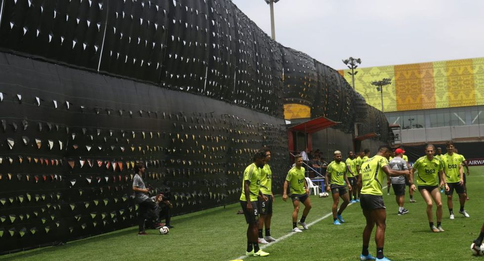 Flamengo usó toldos para evitar espías en la VIDENA. (Foto: Violeta Ayasta / GEC)