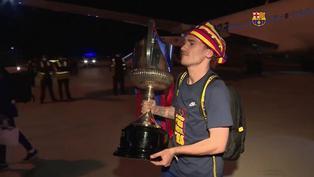 Copa del Rey: futbolistas del FC Barcelona continuaron las celebraciones en el avión