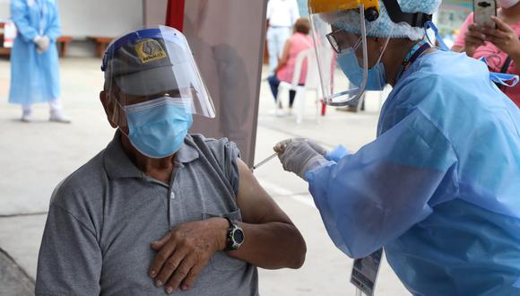 Continúa la vacunación al grupo de la primera fase de inmunización contra el coronavirus. (Foto: Britanie Arroyo / @photo.gec)