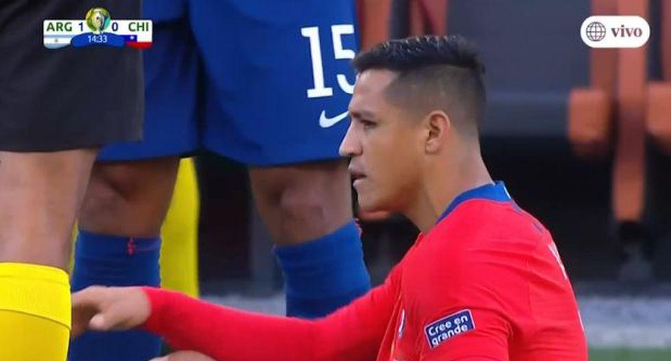 Chile vs. Argentina: Alexis Sánchez salió lesionado tras el gol de Agüero. (América TV)
