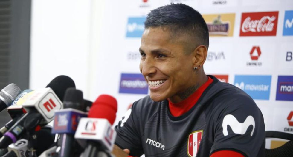 Raúl Ruidíaz se emocionó la hablar de la unión entre los jugadores de la Selección Peruana.