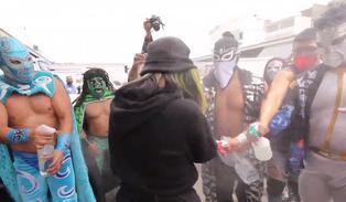 """""""Ponte el cubrebocas"""": la campaña de unos luchadores mexicanos que te enseñan a protegerte del Covid"""
