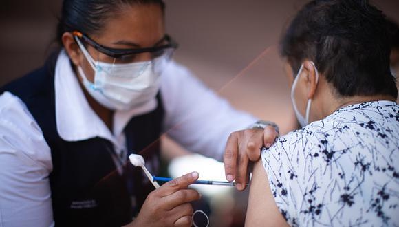 Vacuna COVID-19 en México: cómo registrarte si tienes entre 50 y 59 años y qué requisitos necesitas tener para ser inoculado (Foto: Getty Images)