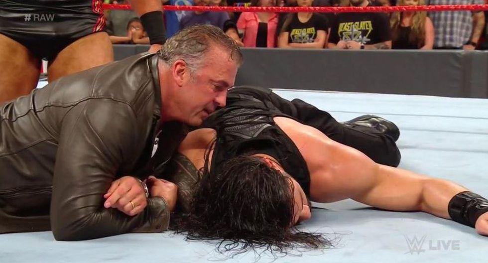 Roman Reigns la pasó mal en Raw. (WWE)