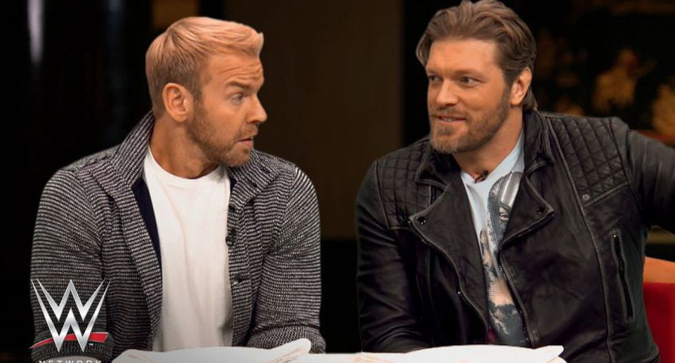 Edge y Christian conducen el podcast E&C's Pod Of Awesomeness. (WWE)