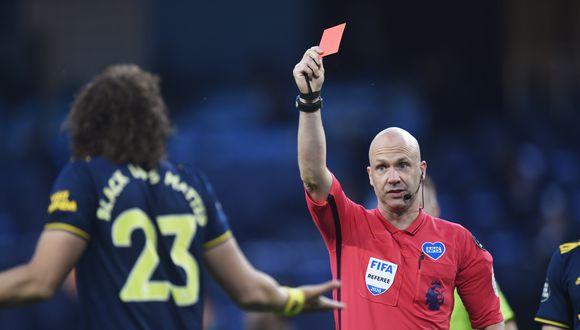 David Luiz vio la tarjeta roja ante el Manchester City. (Foto: AFP)