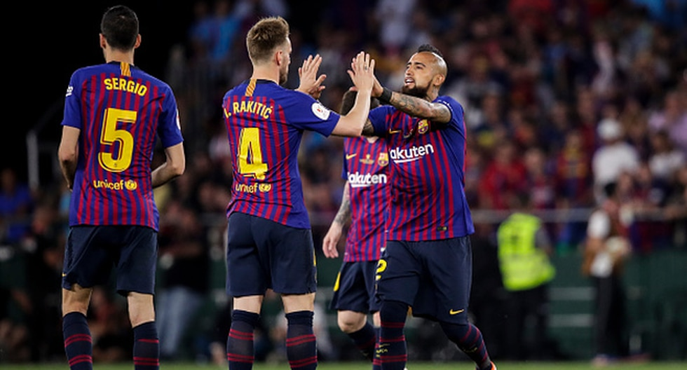 Arturo Vidal e Ivan Rakitic quieren quedarse en Camp Nou. (Foto: Getty Images)