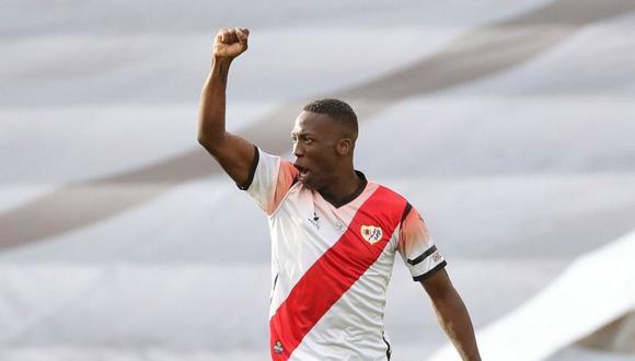 Luis Advíncula llegó a Rayo Vallecano en la temporada 2018/2019. (Foto: AFP)