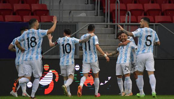 Argentina se impuso a su similar de Paraguay con un tanto del Papu Gómez (Foto: AFP)