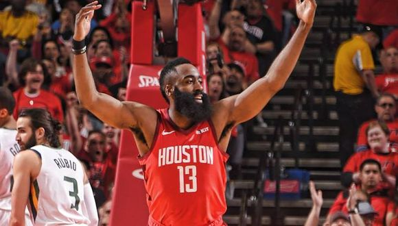 James Harden lideró la victoria de su equipo. (Houston Rockets)