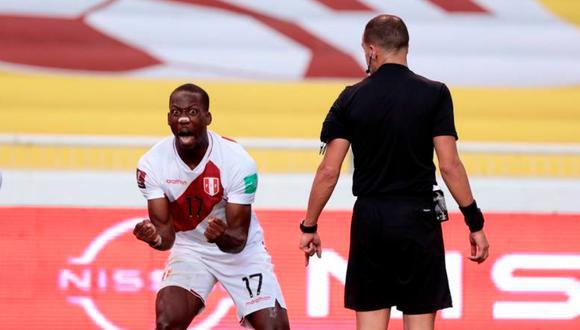Luis Advíncula anotó el segundo gol de Perú ante Ecuador por las Eliminatorias Qatar 2022. (Foto: FPF)