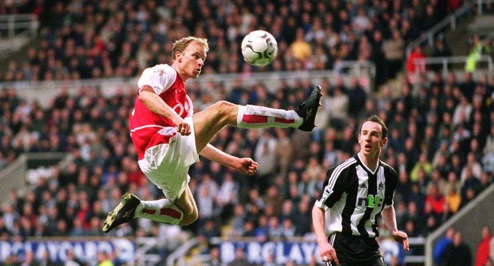 Dennis Bergkamp lideró al Arsenal de Wenger junto a figuras como Henry, Pires, Vieira, Ljungberg, entre otros.