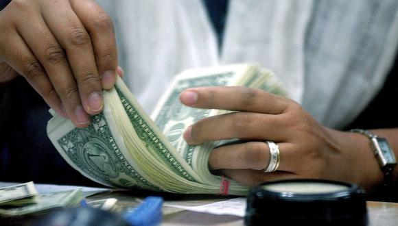 El dólar se negociaba a 19,8 pesos en México este lunes (Foto: AFP).