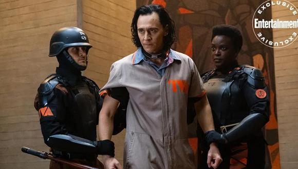 Loki es arrestado en nueva foto de la serie de Disney Plus. (Foto: Entertainment Weekly)