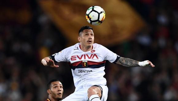Gianluca Lapadula sería un buen aporte a la Selección Peruana, según su excompañero Joel Acosta. (Foto: AFP)