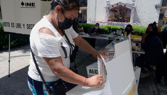 La consulta popular es organizada por el INE (Foto: AFP)