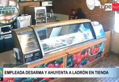 Video viral: Trabajadora frustra robo en conocido restaurante y la despiden