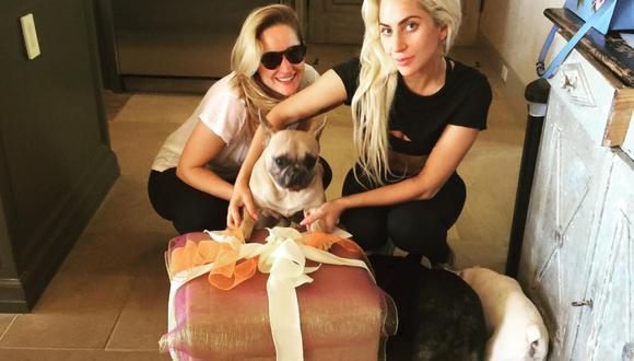 Lady Gaga junto a sus tres bulldog francés Miss Asia, Gustavo y Koji. (Foto: Instagram)