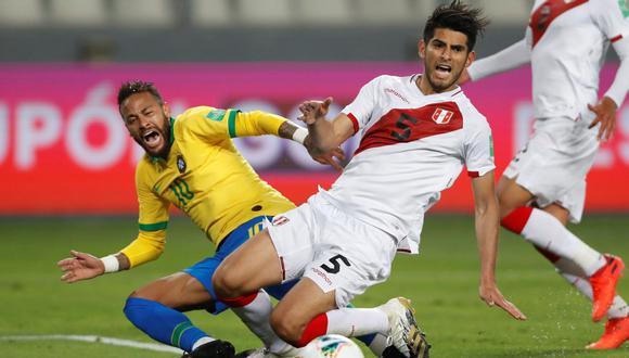 Julio Bascuñan fue el árbitro del polémico partido entre Perú y Brasil. (Foto: EFE)