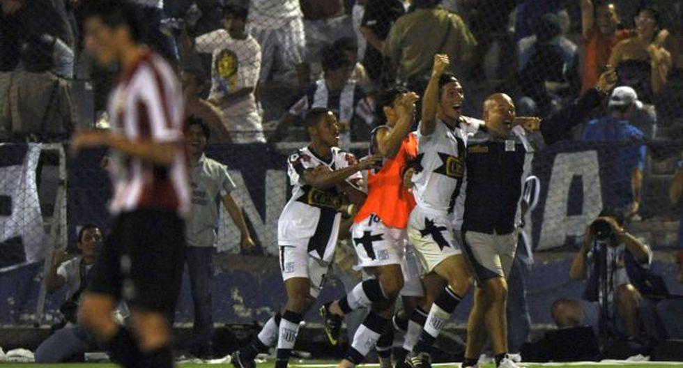 Alianza Lima goleó 4-1 a Estudiantes con triplete de Wilmer Aguirre, en el 2010. (Foto: AFP)