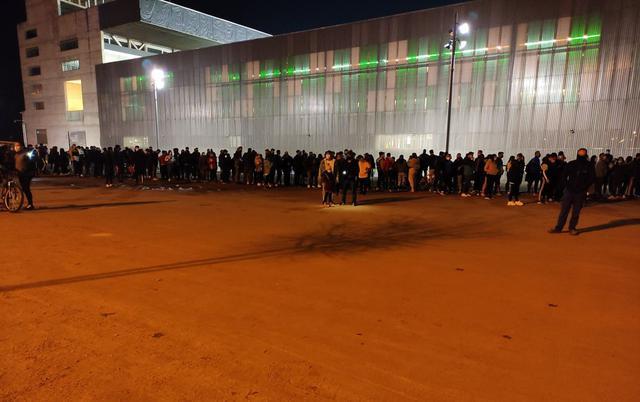 Grand nombre de fans à l'extérieur du stade El Arcángel.  (Photo: @ JoseManuelSB85)