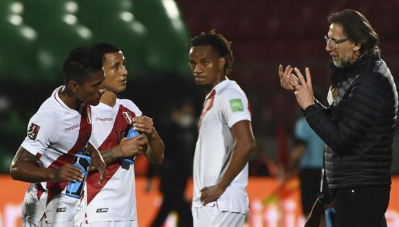Ricardo Gareca y el potencial que ve en el futbolista peruano (Foto: AFP)
