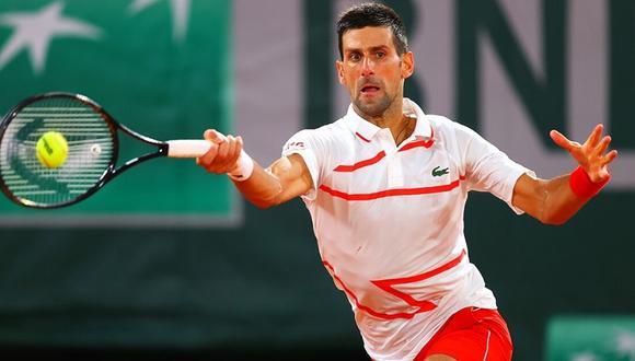 Novak Djokovic avanza a los octavos de final de Roland Garros