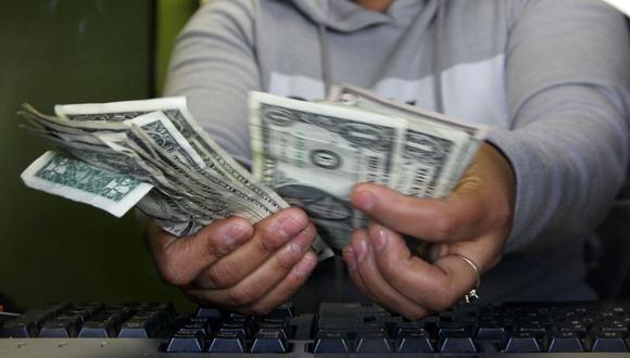 Reuters agregó que el tipo de cambio podría fluctuar en la sesión entre las 19.82 y 19.96 pesos mexicanos, según ha estimado los operadores. (Foto: AFP)