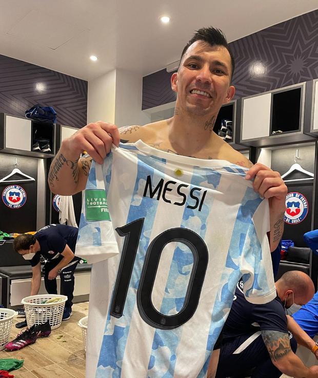 Argentina vs. Chile: Lionel Messi y Gary Medel se reconciliaron tras cruce  en Copa América y defensa se quedó con camiseta de 'Leo'   NCZD    FUTBOL-INTERNACIONAL   DEPOR