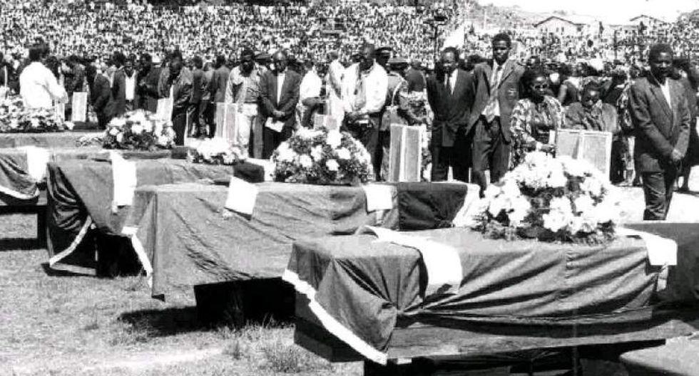 El 27 de abril de 1993, el avión militar en el que viajaba la selección de Zambia se estrelló en el mar poco después de despegar de Gabón, dejando 30 víctimas, 18 de ellos internacionales.  (USI)