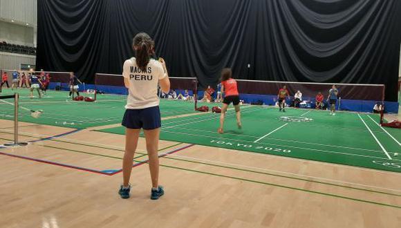 La badmintonista Daniela Macías fue vencida por Busaman Ongbamrungphan en su primer duelo de Bádminton en Tokio 2020. (Foto: Comité Olímpico Perú)