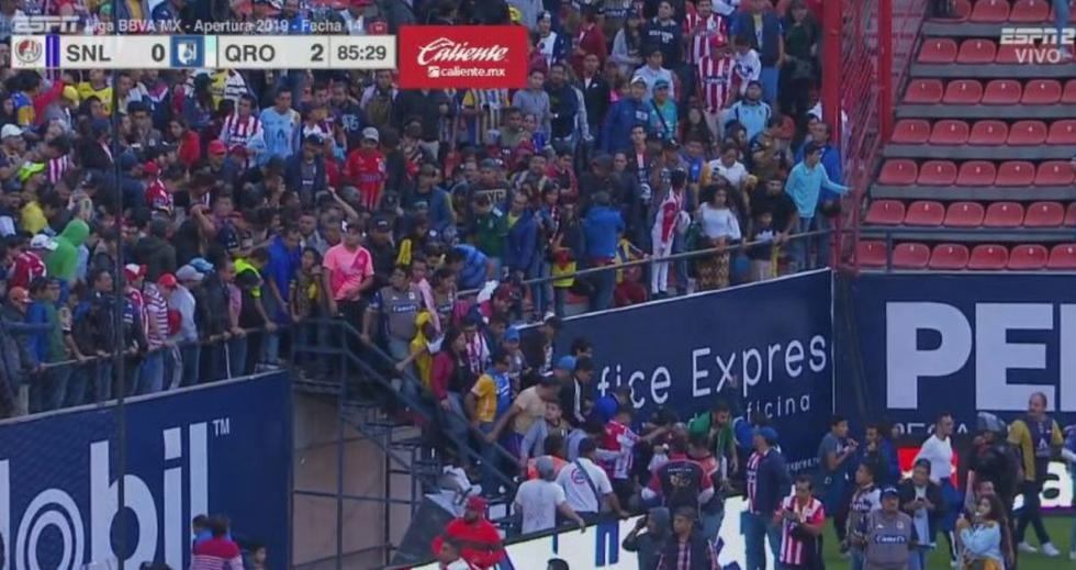 Querétaro vs San Luis se detuvo por violenta pelea campal en las tribunas.