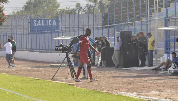 Christian Ramos fue expulsado en su debut con Universitario de Deportes. (Foto: Takeshi Ayasta)