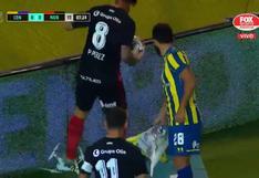 Se volvió loco por la espera: Pablo Pérez destruyó dron que paralizó el Rosario vs. Newell's [VIDEO]