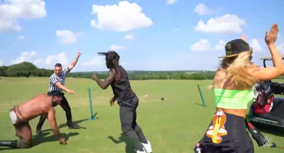 R-Truth y Jinder Mahal tuvieron una pequeña pelea en un campo de golf. (WWE)