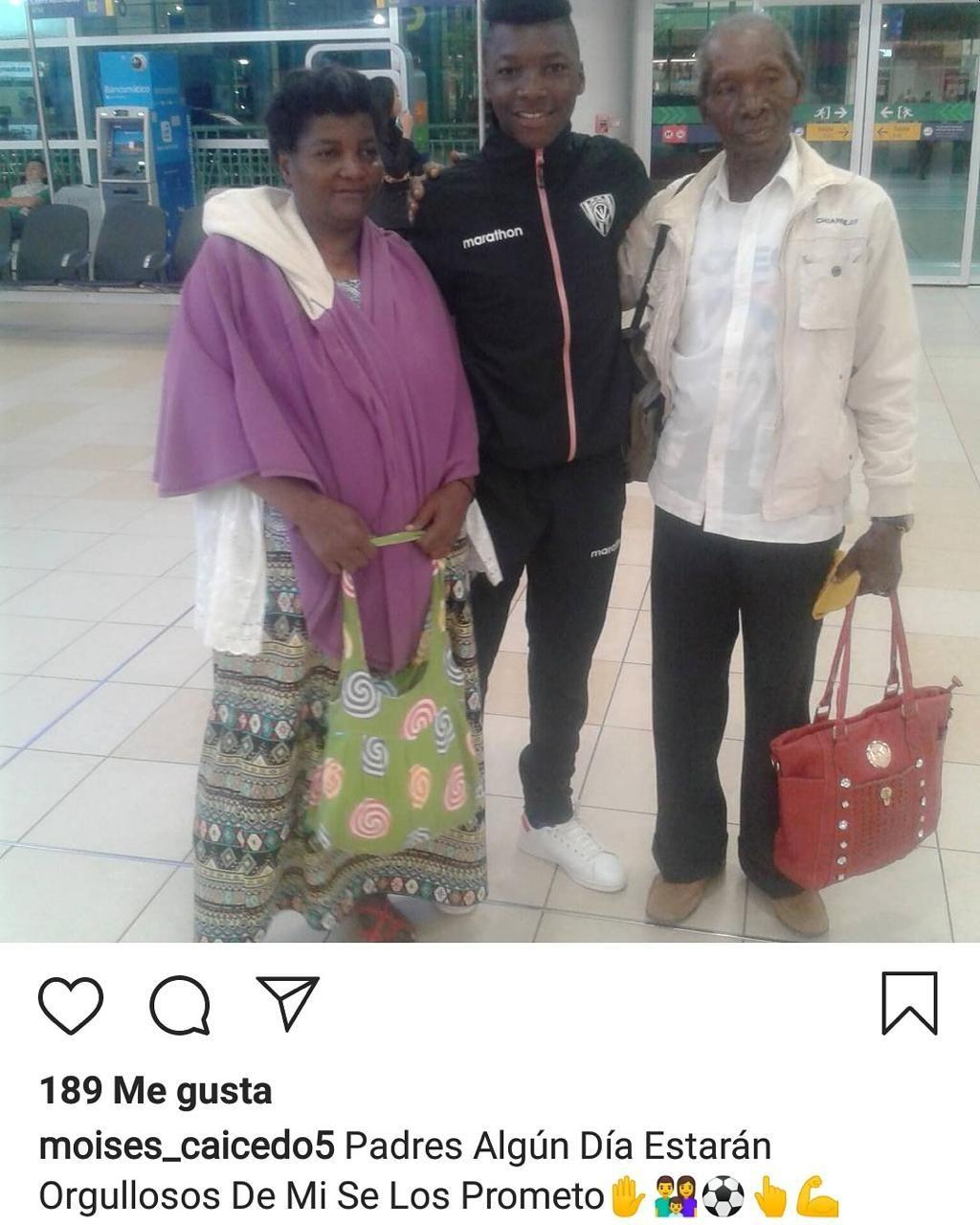 Moises Caicedo y la promesa a sus padres en Instagram.