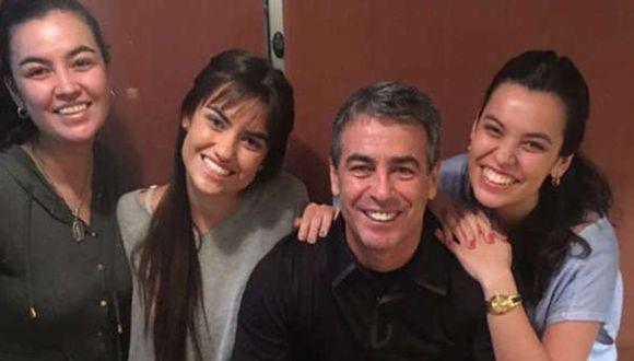 Pablo Bengoechea y sus hijas. (Internet)