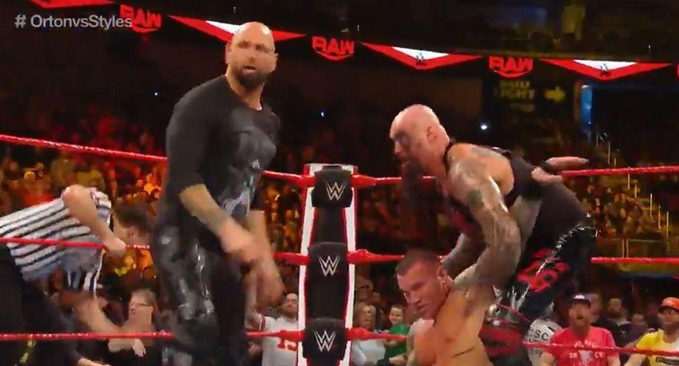 Karl Anderson y Luke Gallows golpeando a Randy Orton. (Foto: WWE)
