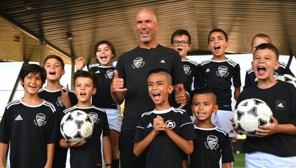 Zinedine Zidane impulsa su escuela de talentos (AFP)